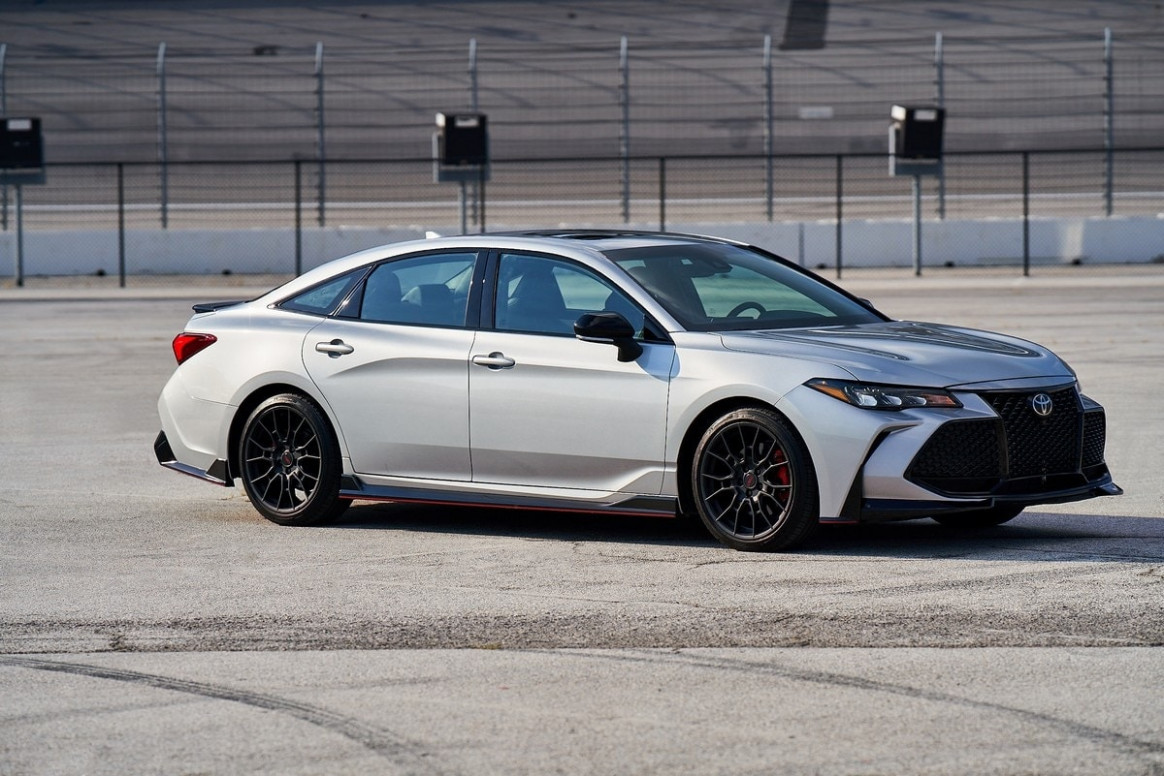 8 Toyota Avalon TRD Quick Take | Kelley Blue Book | 2020 Toyota Avalon Xle Premium