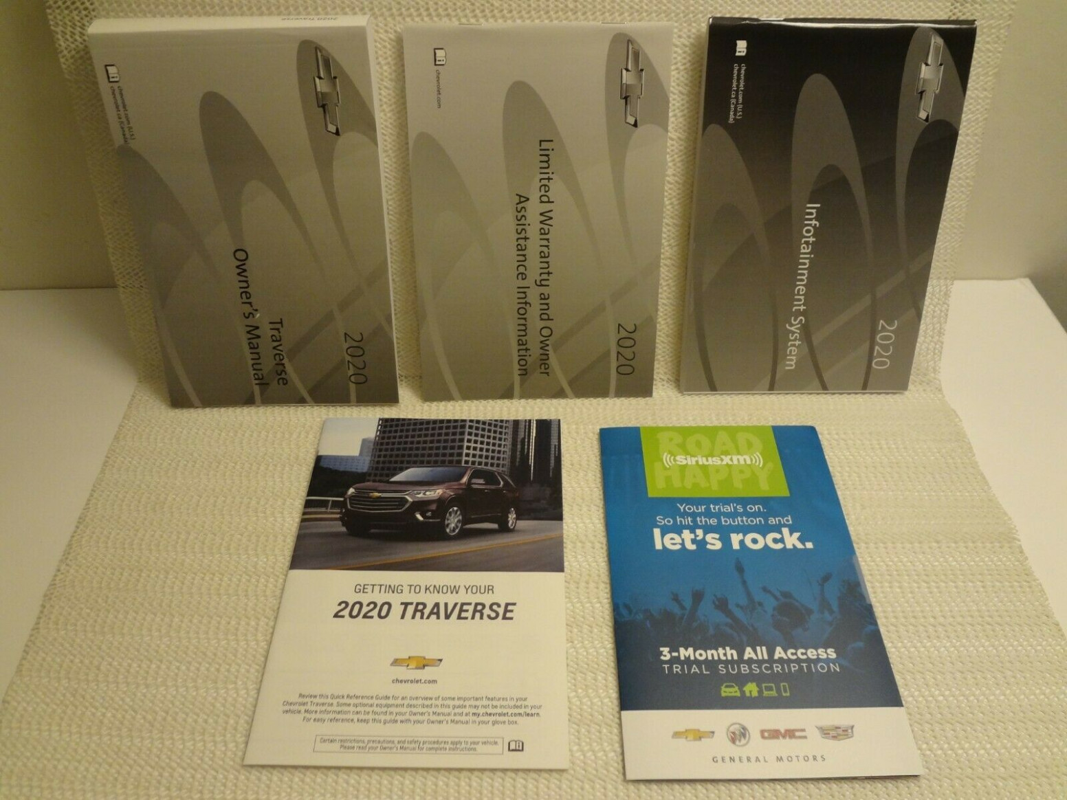 10 Chevrolet Traverse OEM Owners Manual Set with Infortainment ...