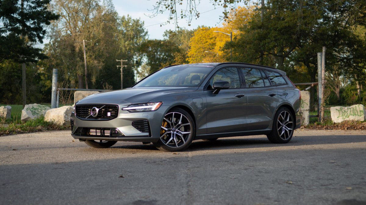 12 Volvo V12 Polestar Engineered review: A potent plug-in ..