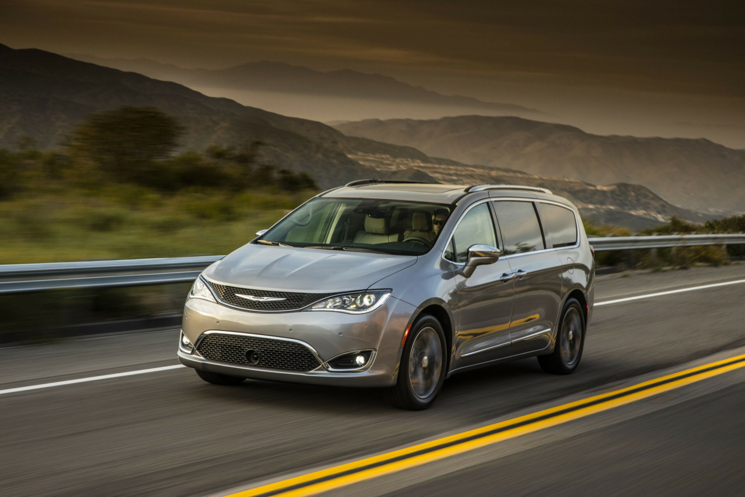 8 Chrysler Pacifica Review, Pricing, and Specs | 2020 Chrysler Pacifica