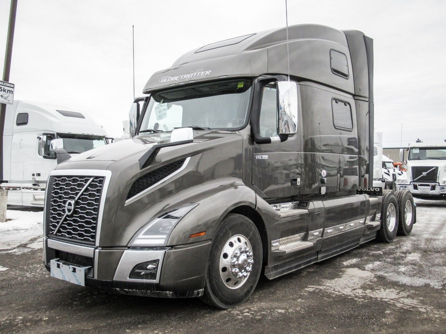 4 Volvo Vnl 4 Exterior Colors (With images) | Volvo trucks ..