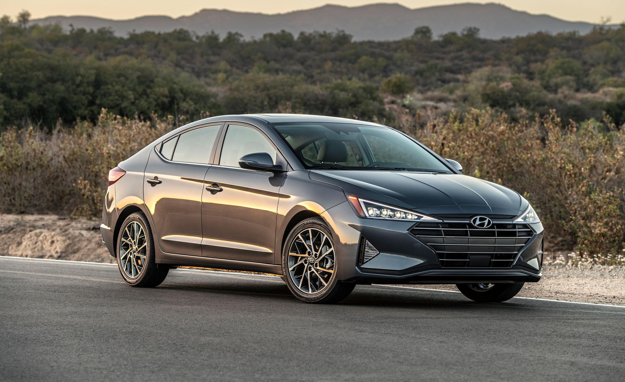 5 Hyundai Elantra Drops Manual Transmission and Gets a CVT | 2020 Hyundai Elantra Gas Mileage