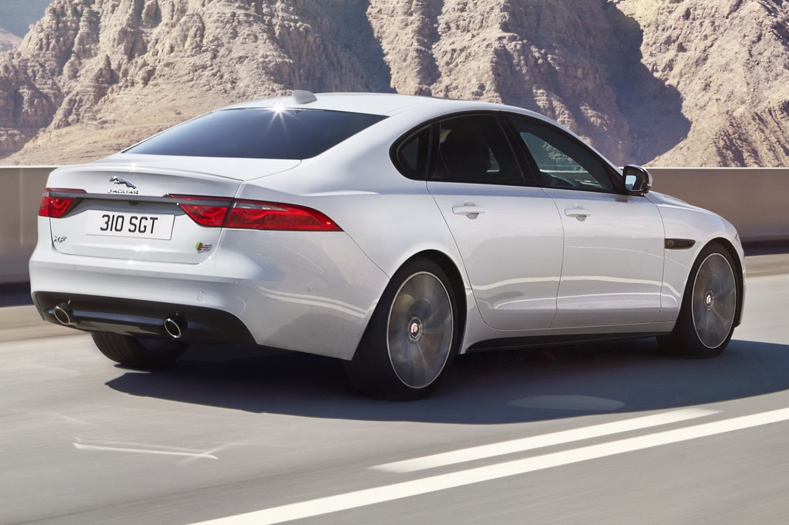 5 Jaguar XF 5.5 SC R-Sport – Motorgeeks.com – UAE! Check out ..