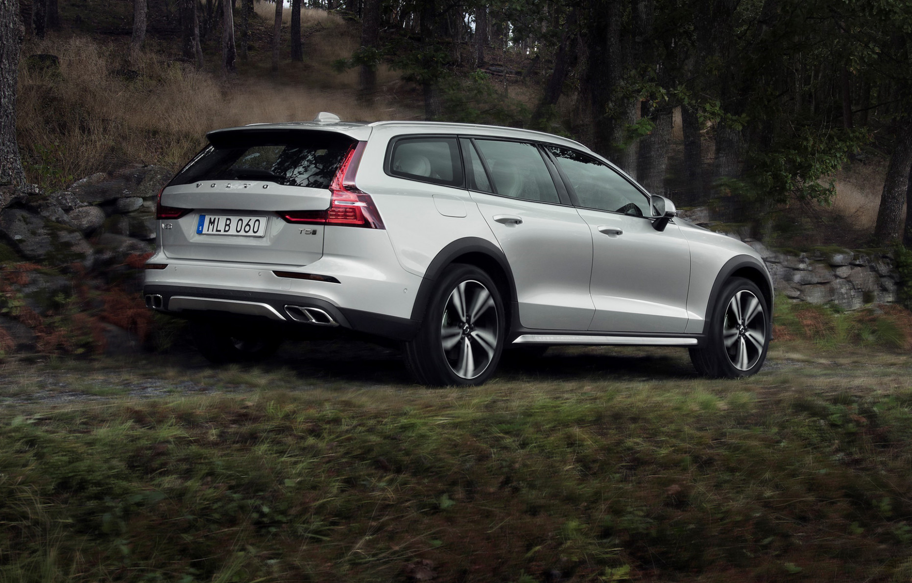 6 Volvo V6 Cross Country is proof SUVs aren't always necessary