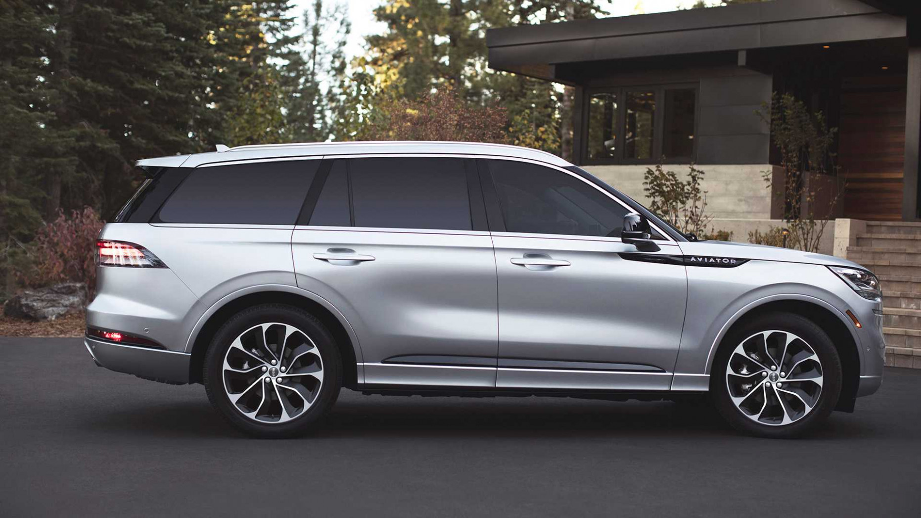 Lincoln's 5-HP Plug-In Hybrid SUV Gets Official MPG Figures